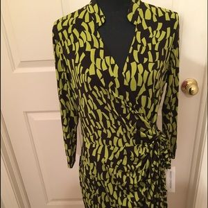 NWT AUTHENTIC MAGGY LONDON WRAP DRESS